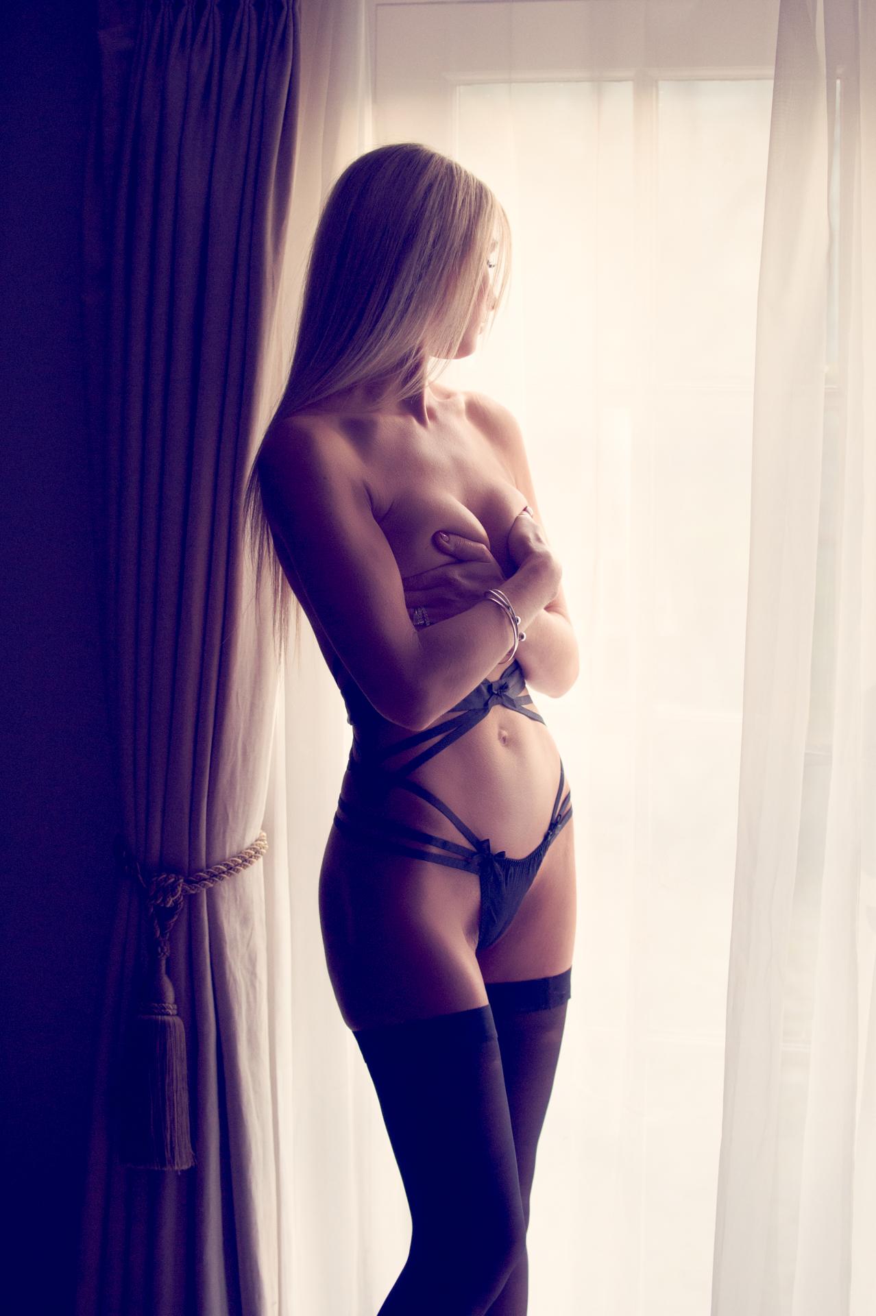https://katehopewellsmith.com/wp-content/uploads/0003_uk_boudoir_photographer_kate_hopewell-smith.jpg