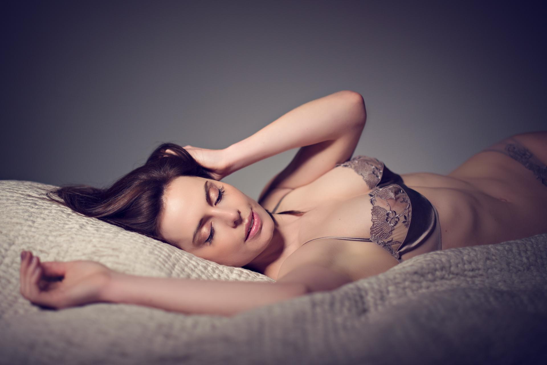 https://katehopewellsmith.com/wp-content/uploads/0005_uk_boudoir_photographer_kate_hopewell-smith.jpg