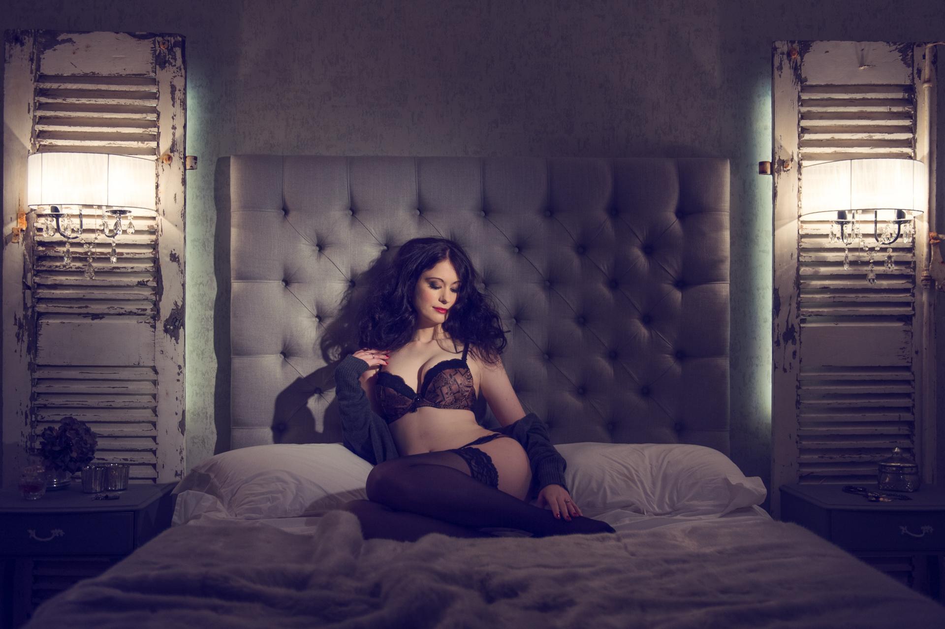 https://katehopewellsmith.com/wp-content/uploads/0011_uk_boudoir_photographer_kate_hopewell-smith.jpg