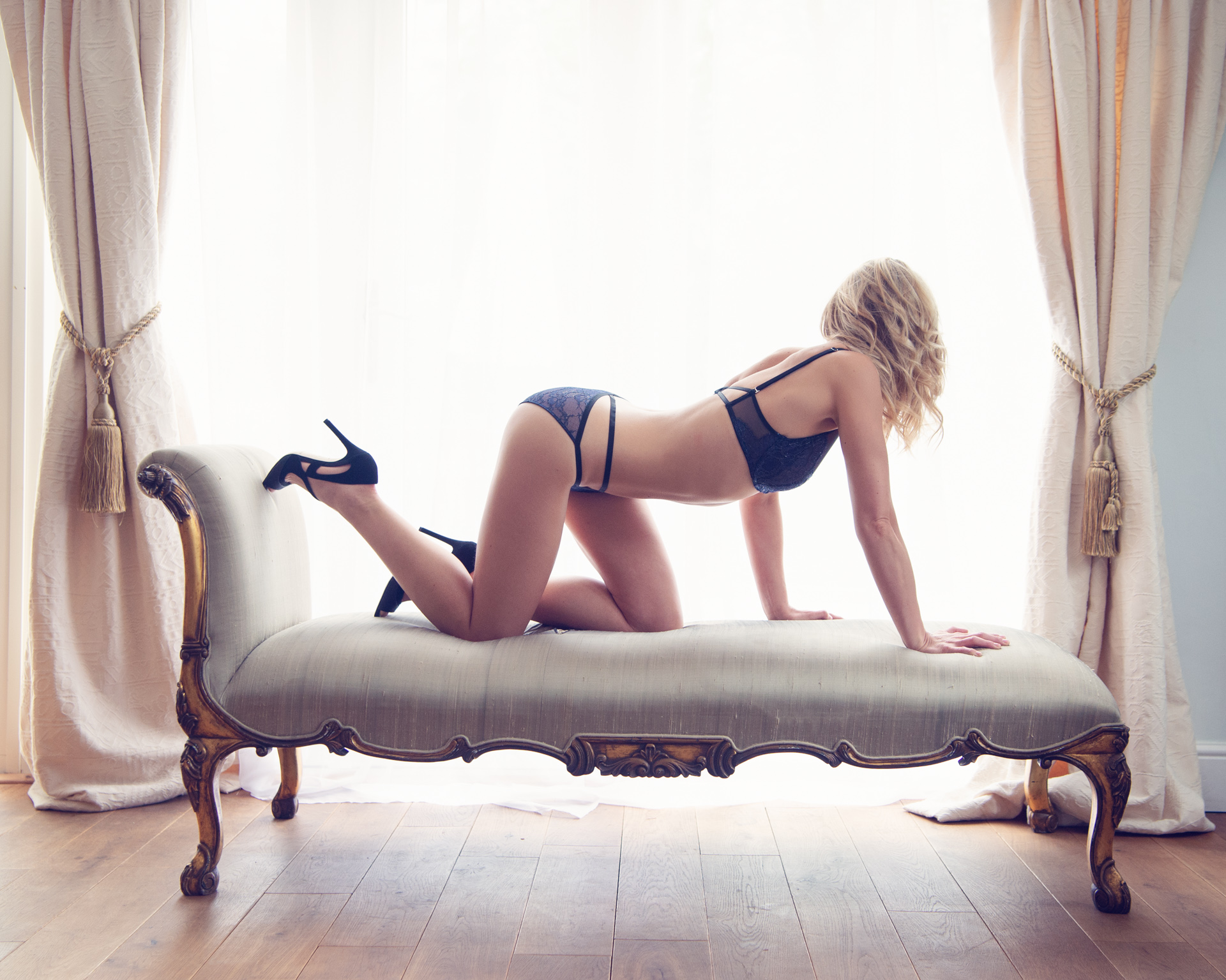 https://katehopewellsmith.com/wp-content/uploads/boudoir-photography-inspiration-kate-hopewell-smith-10.jpg