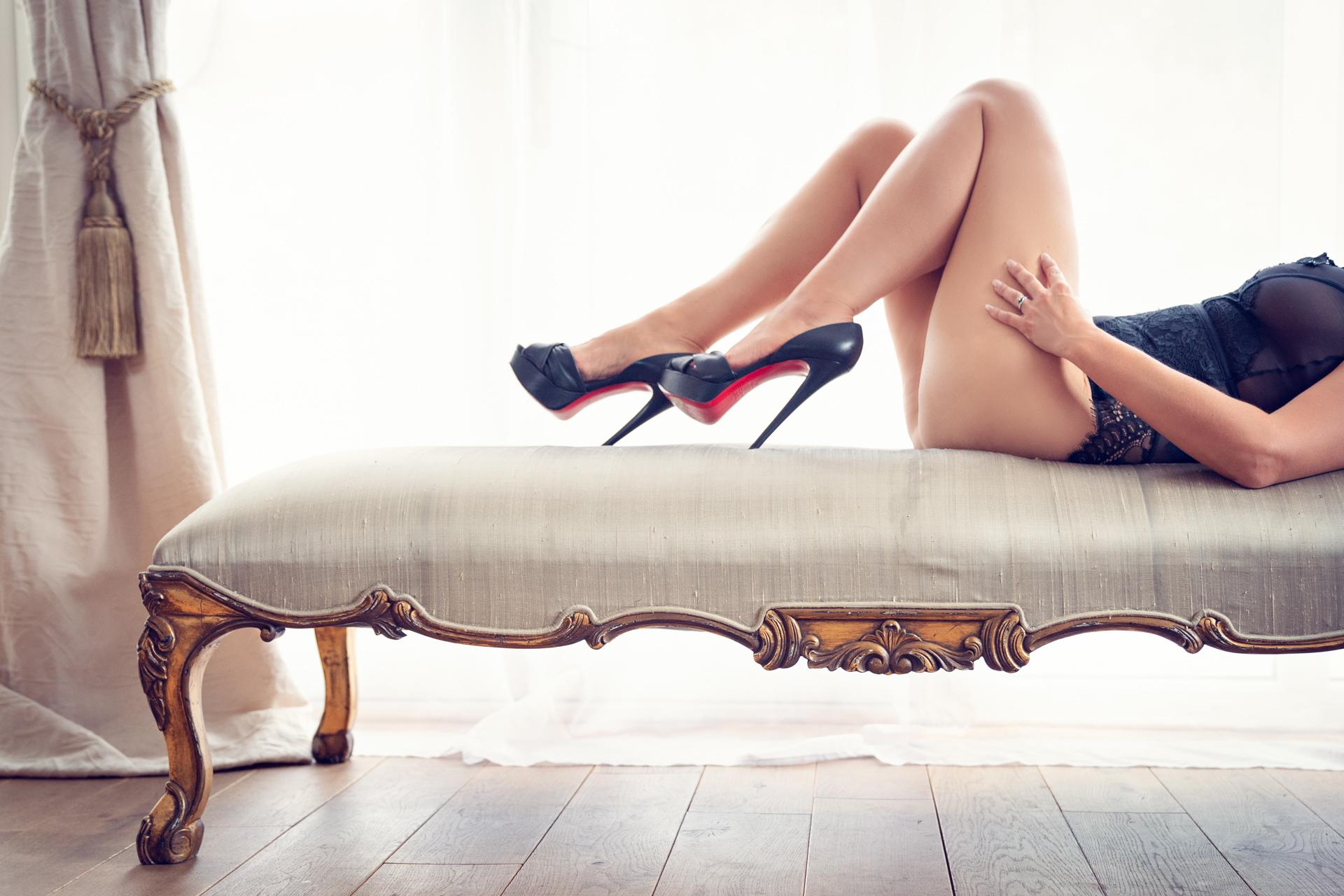 https://katehopewellsmith.com/wp-content/uploads/boudoir-photography-inspiration-kate-hopewell-smith-11.jpg