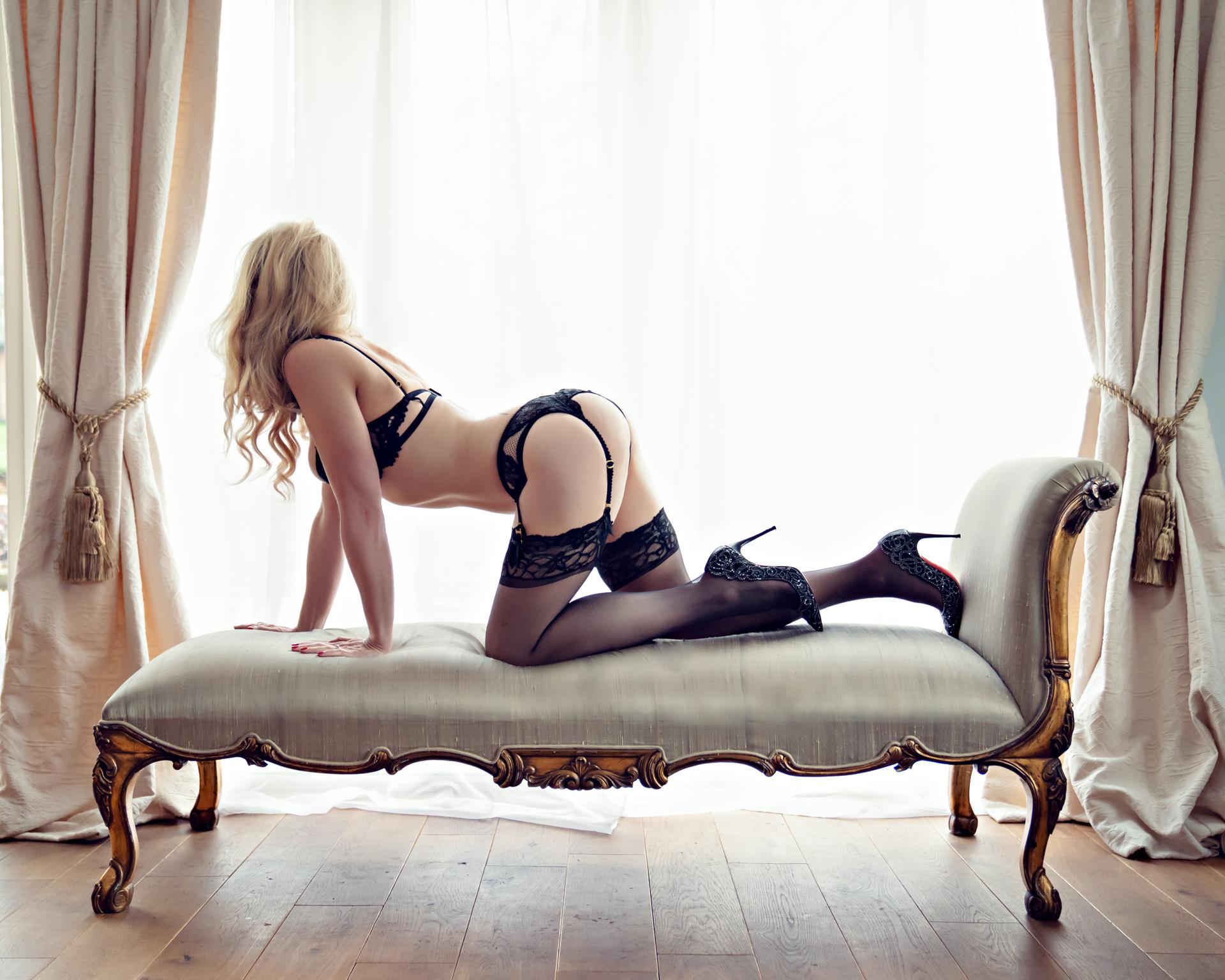 https://katehopewellsmith.com/wp-content/uploads/boudoir-photography-inspiration-kate-hopewell-smith-14.jpg