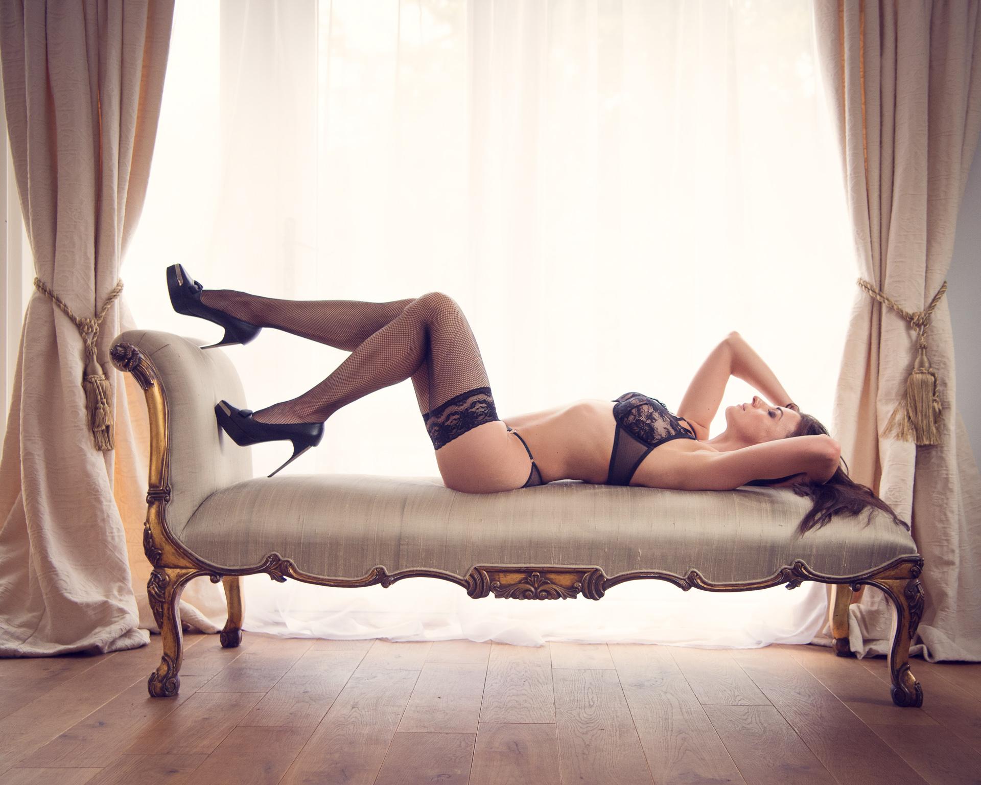 https://katehopewellsmith.com/wp-content/uploads/boudoir-photography-inspiration-kate-hopewell-smith-3.jpg