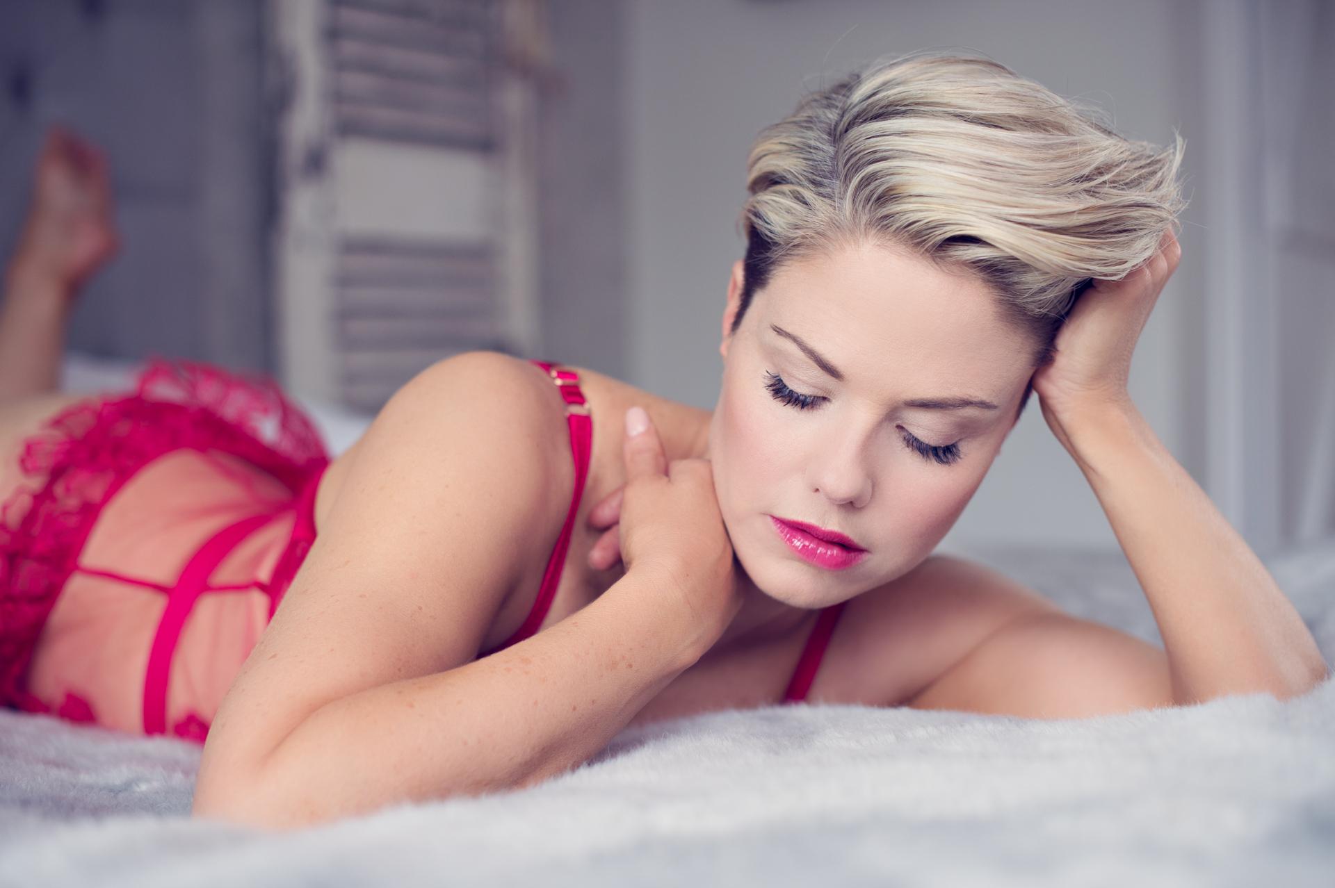 https://katehopewellsmith.com/wp-content/uploads/boudoir-photography-inspiration-kate-hopewell-smith-9.jpg