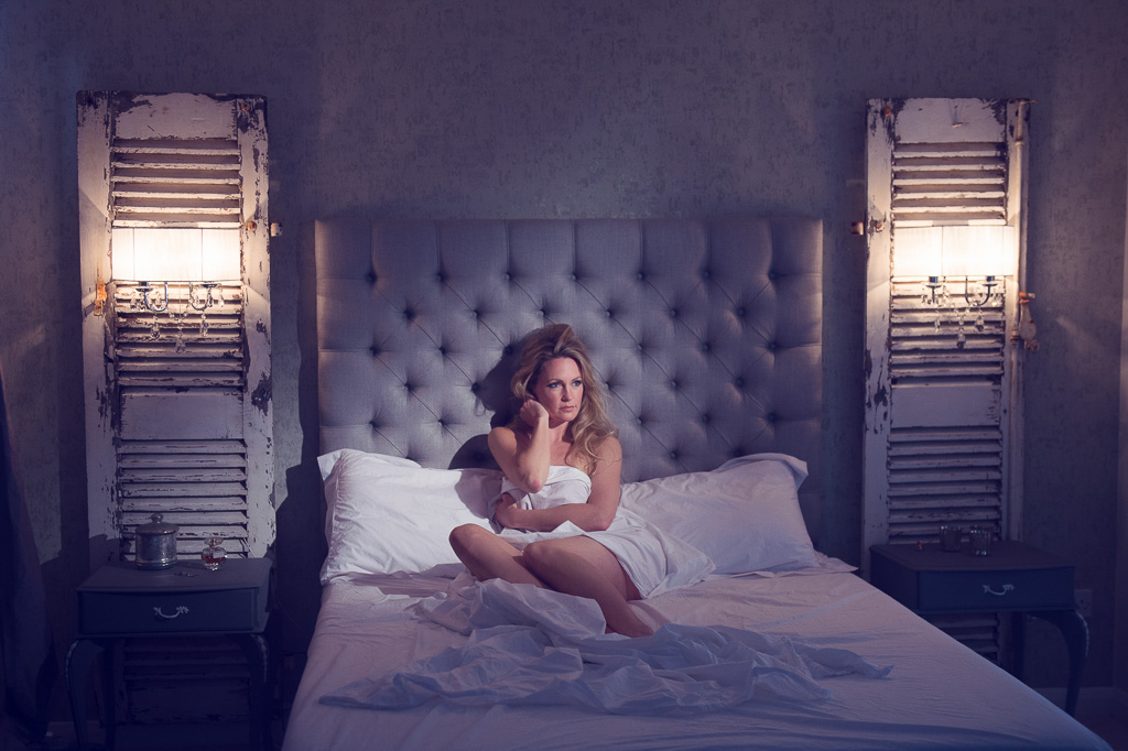 stylish boudoir photography - girl and simple white sheet
