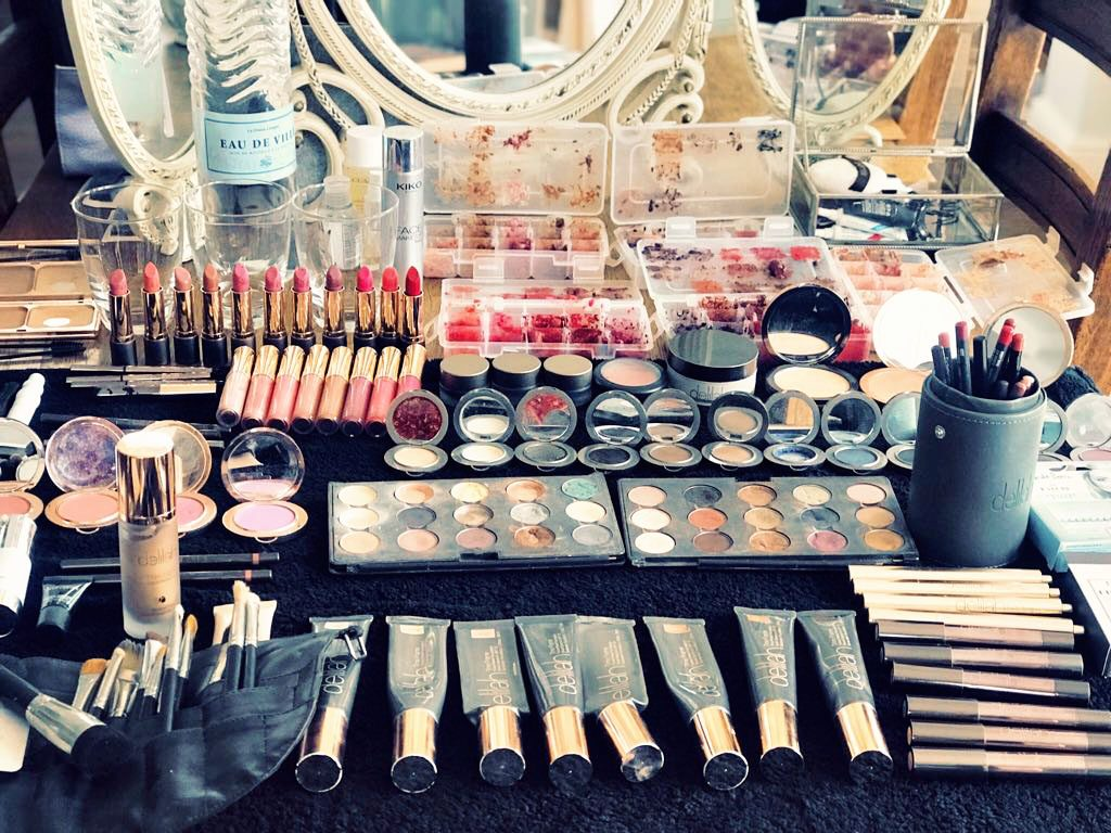 make up set up for a boudoir shoot